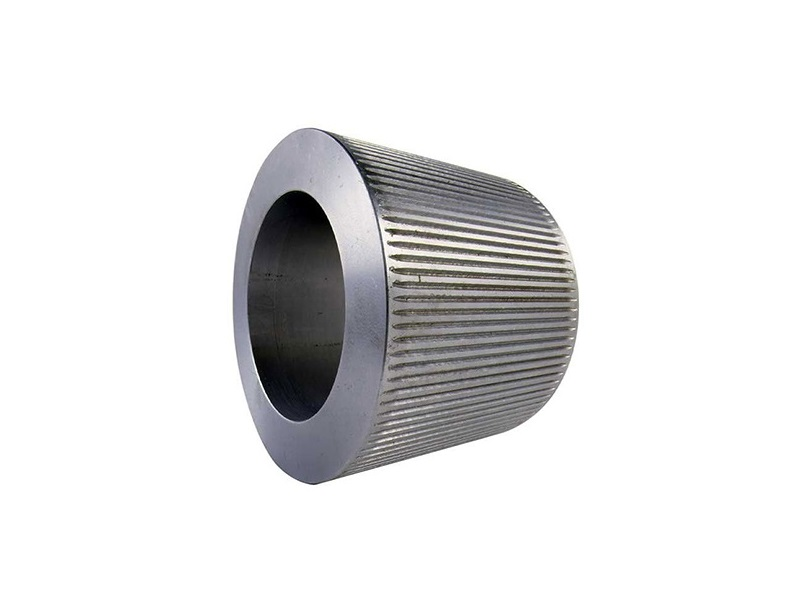 Animal feed helical tooth roller shell for crusher